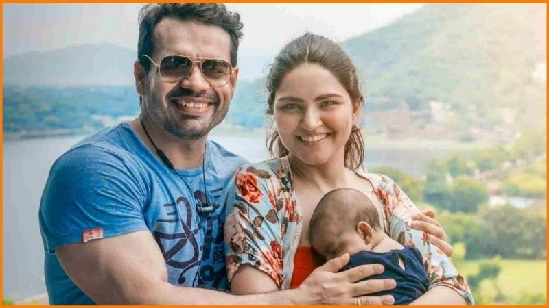 Gaurav Taneja with his wife Ritu Taneja and his daughter Kaira